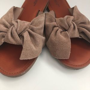 American Eagle Outfitters Genuine Suede Sandals